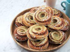 Vem vill inte baka bullar som Roy Fares? Här listar vi våra 8 favoritrecept - vilket blir ditt? Baking Recipes, Cake Recipes, Dessert Recipes, Roy Fares, Grandma Cookies, Coffee Bread, Cookie Cake Pie, Baked Doughnuts, Tasty