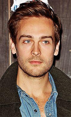 Tom Mison looking very Henrik-like.