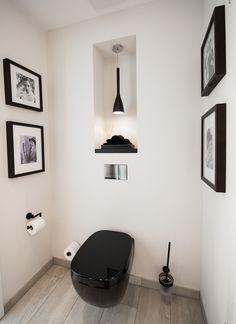 Außergewöhnlich & schön: Das Gäste-WC im Black & White-Look mit schwarzer Sanitärkeramik