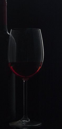 Wine Photography, Still Life Photography, Reflection Photography, Art Du Vin, Wine Art, Wine Time, Wine And Spirits, Wine Cellar, Wine Country