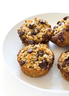 Healthy Banana Chocolate Chip Oatmeal Muffins. A freezer friendly breakfast or snack option!