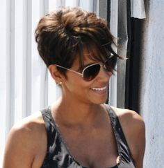 Halle Berry's sassy short hairstyle | SheKnows CelebSalon