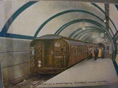 Piccadilly station, GNP&BR (now Piccadilly line of London Underground), opened 1906 Old London, Vintage London, London City, London Underground Train, London Underground Stations, Piccadilly Circus, Tube Train, London History, Tudor History