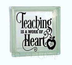 Onderwijs is een werk of de Heart - Vinyl Decal voor een DIY glas blok, Frames en meer. De giften van de leraar. Blok niet inbegrepen