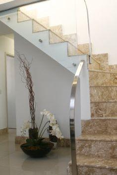 Marmoraria PJ: Escadas são elementos chave nos projetos de interi...