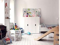 Vía Bloglovin Pensar en el almacenaje de la habitación infantil parece una tarea muy aburrida. Hasta que conoces muebles como la serie Stuva de Ikea, con formas suaves y modernas, colores llamativos y un gran número de posibilidades. Unos muebles modulares que se pueden disponer de mil maneras, lo que hace que encontremos muchísimas inspiraciones …