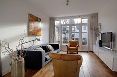 Glas in lood deur in de woonkamer van een jaren \'30 huis in Haarlem ...