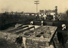 1928 - Estrada de Santo Amaro (atual avenida Santo Amaro). Obras de pavimentação e demolição de ponte.