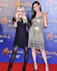 "Dove Cameron and Sofia Carson at ""Descendants Fan Event at Toranomon Hills Complex in Tokyo Disney Actresses, Black Actresses, Young Actresses, Nylons, In Pantyhose, Beautiful Celebrities, Beautiful Actresses, Les Descendants, Dove Cameron Style"