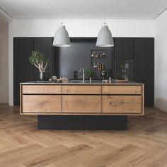 Holz matt schwarz mit Holzboden