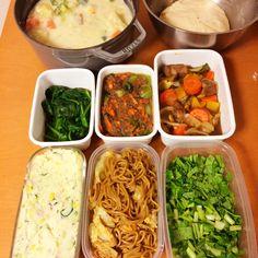 常備菜 : ポテトサラダ・焼きそば・小松菜の塩もみ・酢豚・青梗菜と人参の挽肉のあんかけ・ほうれん草のお浸し・シチュー・パン