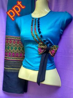 Crd African Wear, African Dress, African Fashion Dresses, Fashion Outfits, Womens Fashion, Corsage, Africa Rocks, African Blouses, Diy Vetement