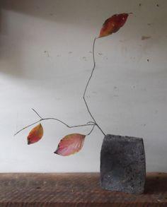 ArtPropelled Ikebana Flower Arrangement, Ikebana Arrangements, Floral Arrangements, Wabi Sabi, Japanese Flowers, Japanese Art, Arreglos Ikebana, Sogetsu Ikebana, Art Japonais