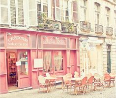 Pretty in Parisian pink, dining on crepes, in la belle France Roses Tumblr, Pink Cafe, Paris 3, Pink Paris, Paris Cafe, Paris Bakery, Patisserie Paris, Paris Tips, French Patisserie