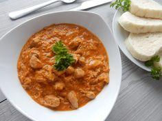 Recept na ten nejlepší segedínský guláš. Osvědčený a léta odzkoušený recept. Segedínský guláš všichni doslova milujeme a děláme ho ... Smoothies, Curry, Food And Drink, Cooking Recipes, Ethnic Recipes, Fun, Anime, Lunches, Red Peppers