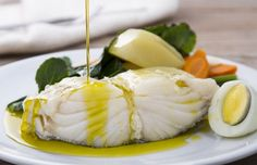 7 dishes for a traditional Portuguese Christmas Eve Supper Cod Recipes, Fish Recipes, Dinner Recipes, Cooking Recipes, How To Cook Cod, Traditional Christmas Dinner, Guisado, Cod Fish, Portuguese Recipes