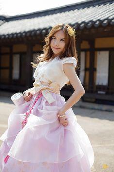 한복 Hanbok : Korean traditional clothes[dress]    #ModernHanbok Korean Traditional Dress, Traditional Clothes, Traditional Fashion, Japanese Outfits, Korean Outfits, Modern Hanbok, Oriental Dress, Culture Clothing, Korean Dress