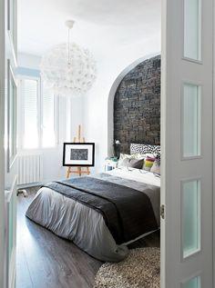 beautiful bedroom i like the wall