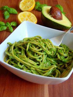 Celozrnné špagety s avokádovou omáčkou   FitnessGuru.sk Raw Vegan, Vegan Vegetarian, Paleo, Seaweed Salad, Gnocchi, Green Beans, Zucchini, Spaghetti, Healthy Recipes
