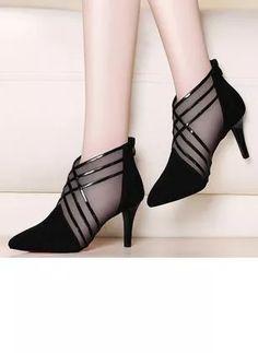 Pretty Shoes, Beautiful Shoes, Moda Disney, Shoe Boots, Shoes Heels, Buy Shoes, Ankle Boots, Shoes Sneakers, Dress Shoes