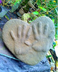 Garden Stones with your Children's and Pets hand and foot prints! SImple and Cheap to Create! Sand-Cast Garden Stones, on Hometalk Great memories to have always!SIMPLE SIMPLE may refer to: Stepping Stones Kids, Concrete Stepping Stones, Concrete Cement, Concrete Crafts, Concrete Projects, Backyard Projects, Fun Projects, Cement Steps, Front Yard Flowers