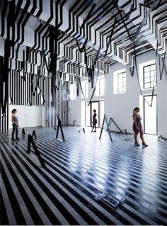 Geometrische Räume von Esther Stocker