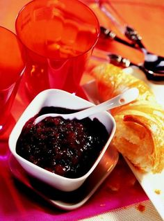 Oslaďte si život: TOP 40 receptů na skvělé džemy! - Grafiky - Žena.cz Chocolate Fondue, Homesteading, Grid, Survival, Desserts, Tailgate Desserts, Deserts, Postres, Dessert