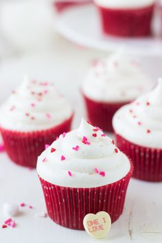 Red Velvet Cupcakes with White Chocolate Cream Cheese Frosting @zmansaray