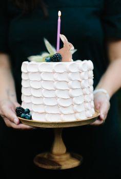 Simple cake- vintage decoration instead of rabbit...