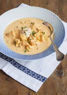 Fish soup with saffron. Raw Food Recipes, Fish Recipes, Soup Recipes, Snack Recipes, Cooking Recipes, Healthy Recipes, I Love Food, Good Food, Yummy Food