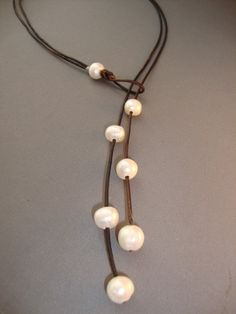 Pearls and Leather Lariat Necklace Tassel) Pearl Jewelry, Wire Jewelry, Jewelry Crafts, Beaded Jewelry, Jewelry Necklaces, Handmade Jewelry, Unique Jewelry, Pearl Necklaces, Lariat Necklace