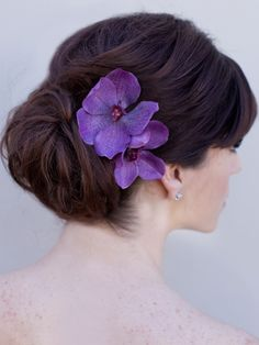 COPY WITH NOTES: My hair will be down but I like fuchsia flower behind my ear. This is a good size so either 2 like this or 1 larger one. Wedding Hair Flowers, Wedding Hair And Makeup, Wedding Beauty, Flowers In Hair, Bridal Hair, Hair Makeup, White Flowers, Purple Orchids, Fuchsia Flower