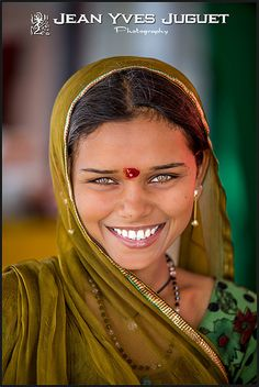 Sorriso brilhante ... Rajastão, Índia.