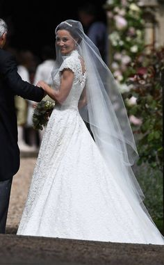 See her dress for the first time! Pippa's wedding dress!