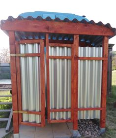 Buiten douche bij tiny house Tiny House, Gazebo, Camping, Outdoor Structures, Campsite, Kiosk, Tiny Houses, Pavilion, Campers