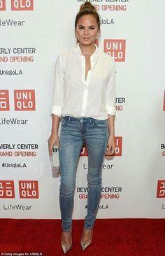 Chrissy Teigen, jeans, white blouse, silver pumps, white box clutch ☑️