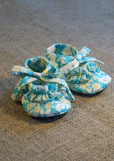 Ruffy Baby Shoes - PDF Pattern - Newborn to 18 months.