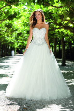 Looking for that special princess wedding dress with that romanic feel? Take a look at the romantic and sexy Ladybird Princess wedding dress collection. Tool Wedding Dresses, Wedding Dress Black, Wedding Dress Low Back, Country Wedding Dresses, Princess Wedding Dresses, Modest Wedding Dresses, Bridal Dresses, Wedding Gowns, Mermaid Dresses