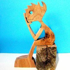 hauteur : 15 cm largeur : 10 cm épaisseur : 20 mm c'est du chêne le bois utilisé je l'ai dessiné sur un bout papier et puis collé sur le bois avant de le découper avec ma - 18877953