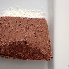 Dessert geht immer! Das Schoko-Pavé schmeckt soooooo intensiv nach Schokolade und ist sahnig-cremig, aber dennoch etwas fester als eine Mousse. Ihr werdet den Nachtisch lieben!