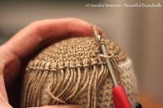 Poppemieke is klaar voor haar! No more bad hair days! Er zijn veel manieren om een gehaakte pop haartjes te geven. Hier en hier z...