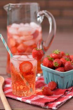 Strawberry Spa Water - http://www.pincookie.com/strawberry-spa-water/