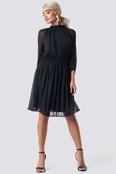 77882b3764841 This midi dress by NA-KD Boho features an elasticized and frilled high neck,