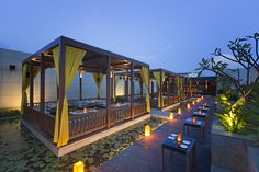The award winning alfresco sky lounge, Splash is one of the most beautiful and romantic places in Kolkata.