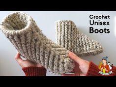 Crochet Beginner Boots / Slippers For Men And Women just over super chunky yarn hook Easy Crochet Slippers, Crochet Slipper Boots, Crochet Socks, Crochet Men, Crochet Boots Pattern, Crochet Patterns, Crochet Ideas, Crochet Instructions, Knitting For Beginners