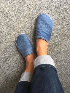 Slippers, Hands, Shoes, Fashion, Moda, Zapatos, Shoes Outlet, Fashion Styles, Slipper