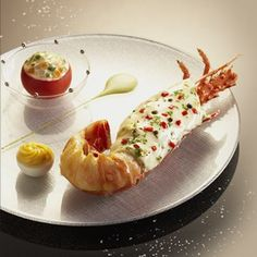 Lenôtre - Langouste en Bellevue Seafood Recipes, Gourmet Recipes, Cooking Recipes, Yummy Snacks, Yummy Lunch, Yummy Food, Lenotre, Salty Foods, Molecular Gastronomy