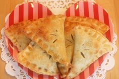 Berry Sweet Hoedown Hand-Pies    14 oz. package (or 4 cups) of mixed berries (or blackberries) Fresh or frozen    1 cup of sugar,    1/4 cup corn starch (sifted into pot)    1/4 cup water.    Stir well. Bring mixture to a boil until it thickens, stirring constantly. Let cool. Then add;    1/2 teaspoon orange zest    1 Tablespoon butter    While the berry mixture is cooling, make your pie crust. Trim and cut pie dough into quarters then fill each piece with 2 Tablespoons of berry filling. Seal, c Fruit Hand Pies, Fruit Pie, Easy Blueberry Pie, Sugar Pie, Pie Recipes, Dessert Recipes, Sweet Recipes, Snack Recipes, Tummy Yummy