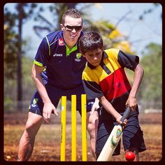 Peter Siddle behind the stumps