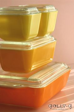 501 B- 1 1/2cup- (2)...    Lids- #501 C (2)- 1 lid is chipped...    Daisy Pyrex Refrigerator Set -    ****have the 2 yellow ones!!!